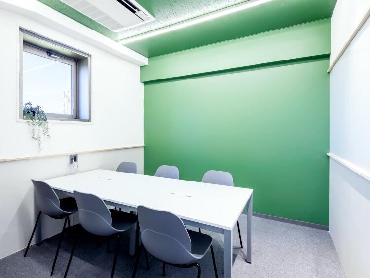 会議室・オープンスペース完備!低コストで充実した空間